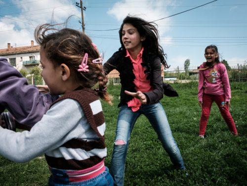 """Afrim hat mit seiner Frau Valbona sechs Kinder. Die Töchter besuchen das von VoRAE initiierte Förderprogramm """"Afterschool"""""""